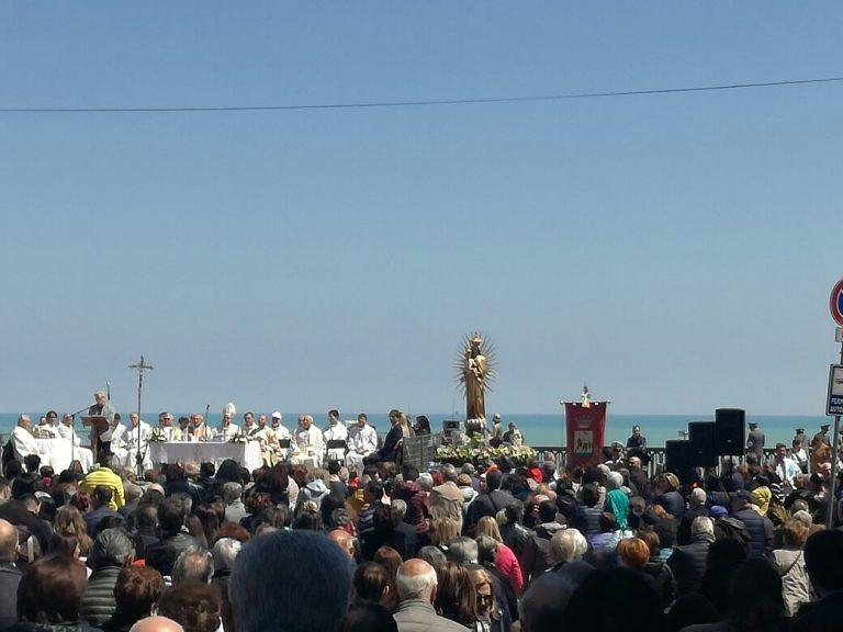 Giulianova, grande commozione per la Processione del 22 aprile e per il coro al Santuario FOTO/VIDEO