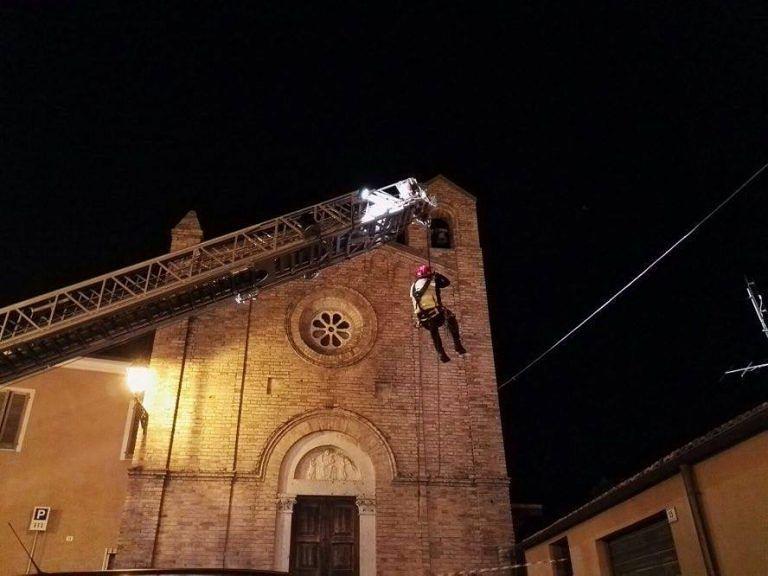 Terremoto Mosciano, rimossa campana pericolante a Montone FOTO