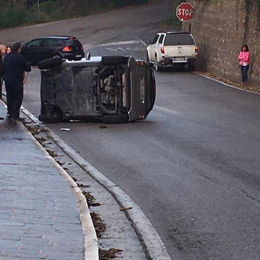 Giulianova, auto si ribalta in via Piave FOTO