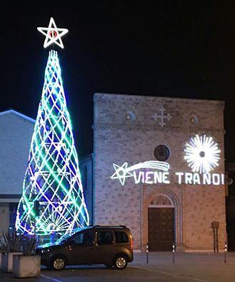 Giulianova, l'albero di Natale di Colleranesco al TG2 FOTO-VIDEO