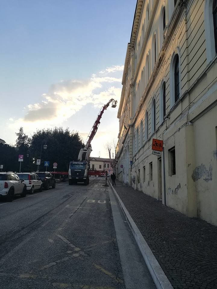 Giulianova, messo in sicurezza il cornicione della scuola De Amicis