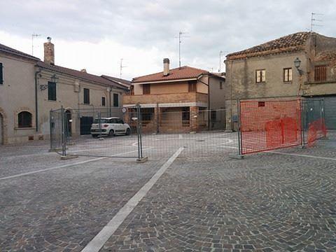 Mosciano, demolito il vecchio serbatoio di Montone FOTO-VIDEO