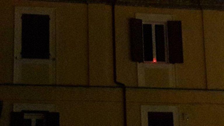 Mosciano, centro al buio: spunta lumino acceso alla finestra FOTO