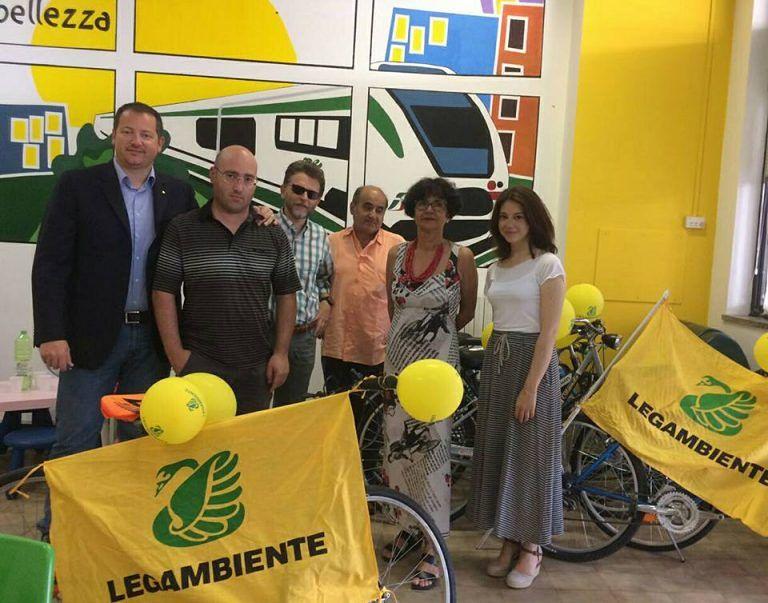 Pescara, noleggiare la bici appena scesi dal treno: l'iniziativa di Legambiente