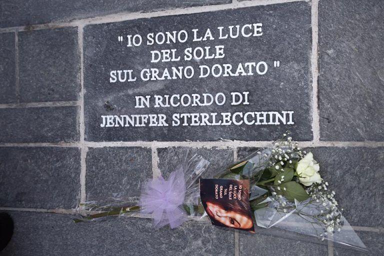 Pescara, una mattonella in piazza Salotto per Jennifer Sterlecchini VIDEO