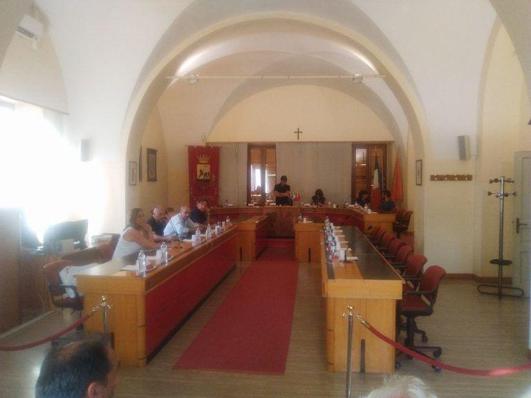 Giulianova, consiglio comunale salta per numero legale: cosa farà Mastromauro?