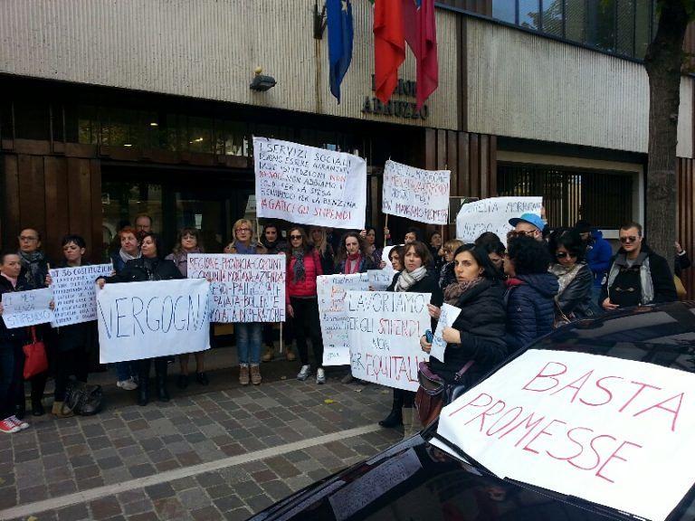 Pescara, nuova manifestazione dei lavoratori dell'azienda speciale Maiella e Morrone