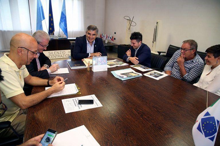Dissesto idrogeologico e trasporto disabili: D'Alfonso incontra i sindaci di Farindola e Turrivalignani FOTO