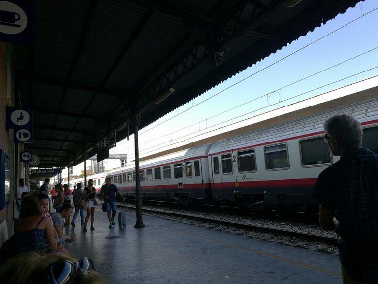 Frecciabianca fermo a Giulianova: guasto elettrico blocca la linea Adriatica FOTO