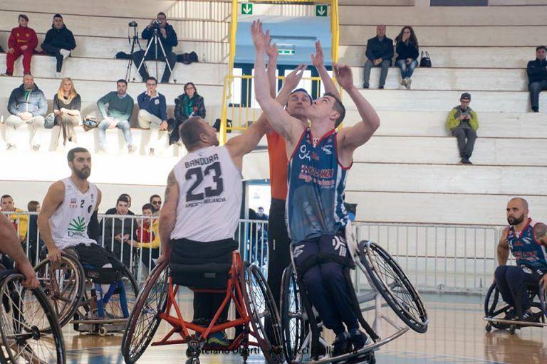 Basket in carrozzina, sconfitta indolore in Sardegna per l'Amicacci