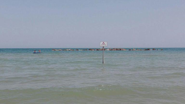 Il mare torna limpido e cristallino dopo il fenomeno dell'alga rossa FOTO/VIDEO