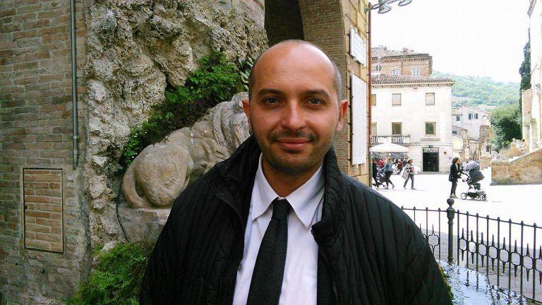 Teramo, gazebo in piazza Martiri del candidato sindaco Covelli
