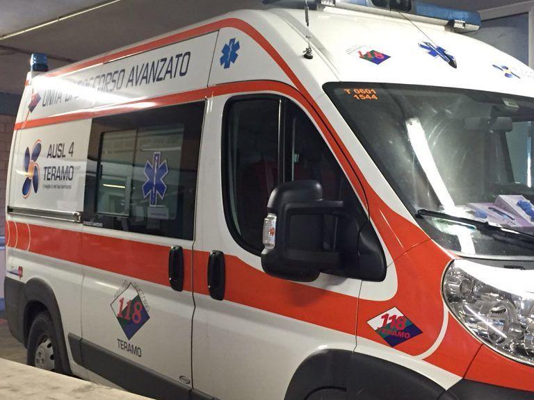 Alba Adriatica, scooter si scontra con l'auto: giovane grave in ospedale