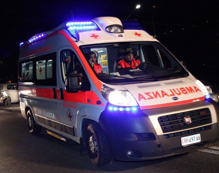 Auto si ribalta sulla Teramo-Mare: un ferito
