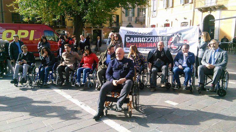 Teramo, i politici si mettono nei panni dei disabili. FOTO e VIDEO