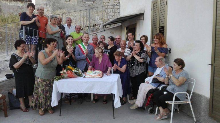 Abbateggio festeggia i 100 anni di Anna De Thomasis