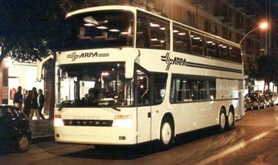 A24, bus dell'Arpa tampona auto abbandonata: quattro feriti