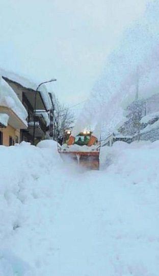 Arsita, 90enne morta in casa: 4 metri di neve ostacolano il funerale