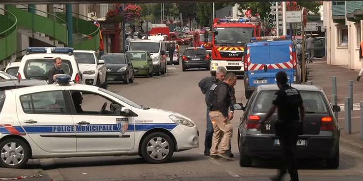 Altro attentato in Francia, parroco sgozzato in chiesa