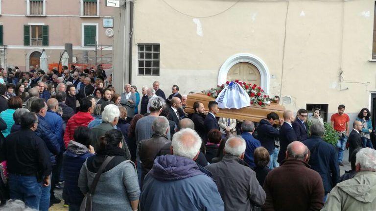Funerali dei due alpinisti, il dolore di Castelli e Cermignano FOTO