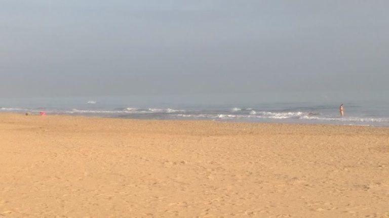 Tortoreto, la spiaggia deserta diventa ideale per un bagno naturista