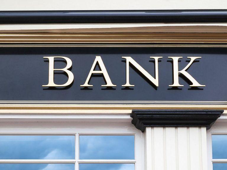 Giulianova, banca paga Soget ad insaputa del cliente: la protesta di un commerciante