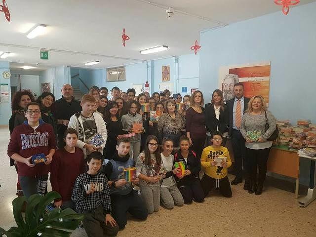 Banco Scuola, consegnato materiale didattico agli alunni dell'Istituto Comprensivo di San Giovanni Teatino
