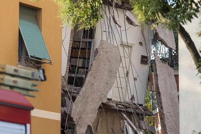 Palazzina crollata a Roma, Cialente alla Raggi: 'già istituito Fascicolo del fabbricato'