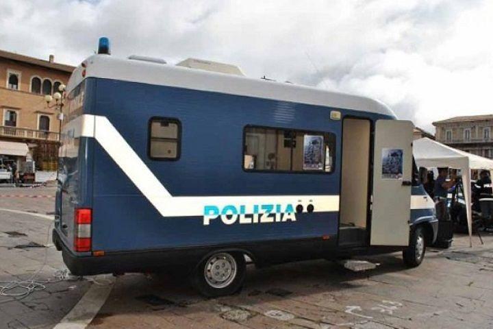 L'Aquila, violenza di Genere: Camper Polizia fa tappa al Consultorio Familiare