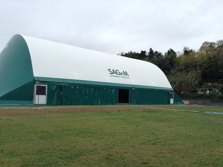 Roseto, il Tennis Club presenta il campo coperto e in terra rossa