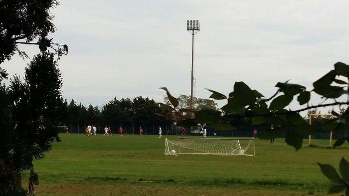 Tortoreto, gestione impianti sportivi: carabinieri al campo durante una partita
