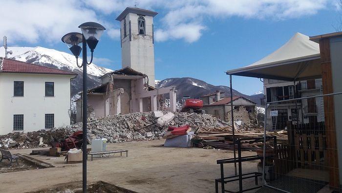 Terremoto, chiese inaccessibili a Campotosto: 'Non possiamo fare funerali'