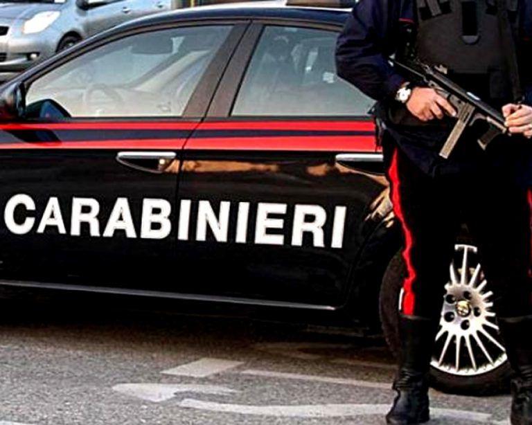 Montesilvano, sequestrano 12 persone e rapinano la Banca delle Marche