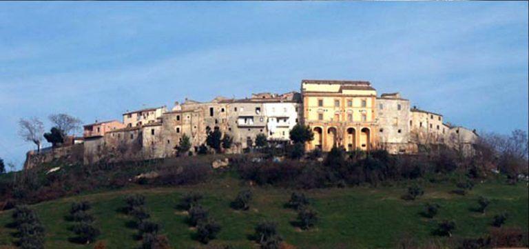 Castelbasso, opere d'arte spostate dalla chiesa a Palazzo Clemente FOTO