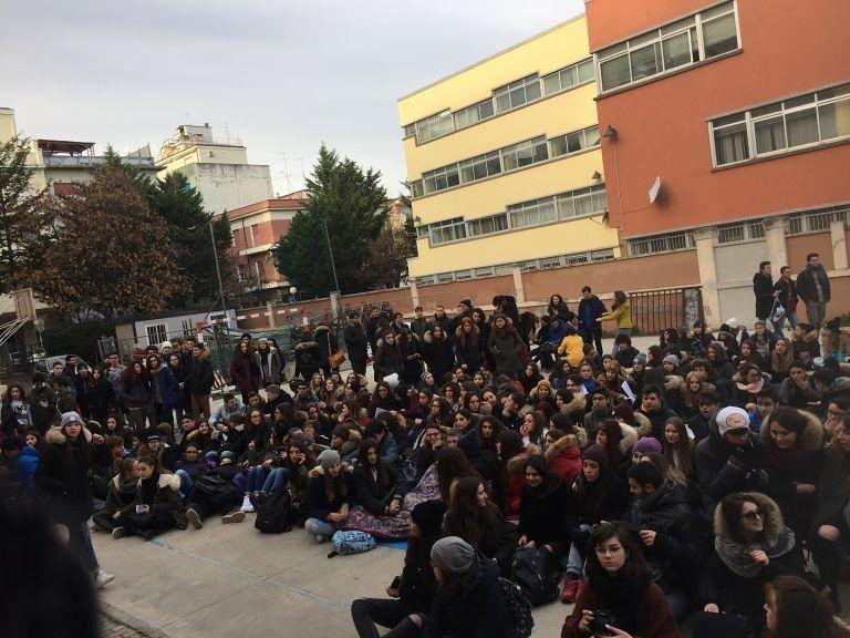 Pescara, settimana corta: protestano gli studenti del Classico