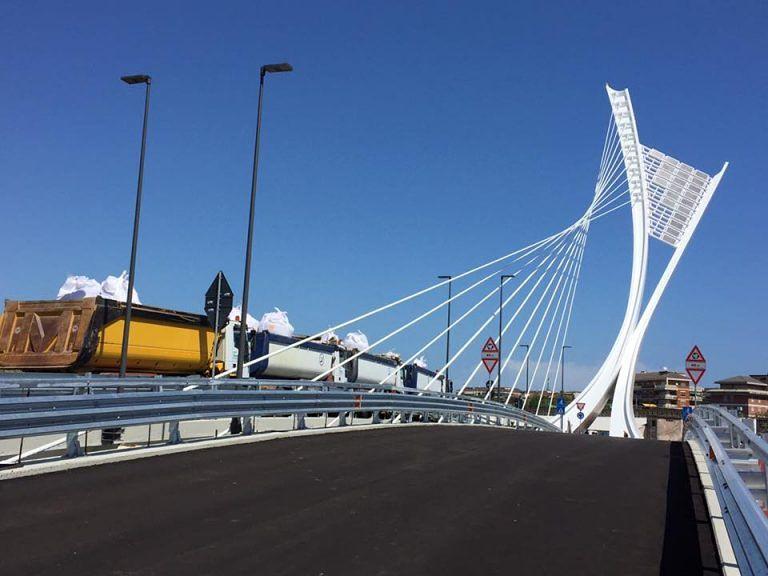 Pescara, lavori sulle condutture: chiuso il ponte Flaiano