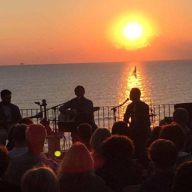 """""""Và dove ti porta il sole"""": a Pineto giornata di concerti all'alba e al tramonto"""