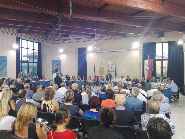Martinsicuro, sala gremita per l'insediamento del nuovo consiglio comunale VIDEO