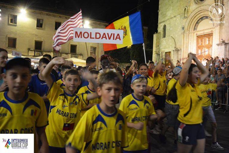 Teramo, sfilata Coppa Interamnia: braccialetti identificativi per gli spettatori