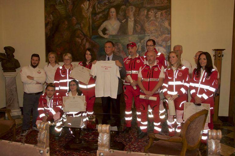 Pescara, salvarono un uomo in arresto cardiaco al volante: premiati i volontari della Croce Rossa