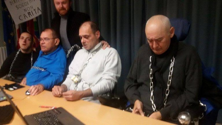 Fondi per la vita indipendente: i disabili continuano l'occupazione della Regione Abruzzo