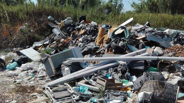 Giulianova, rifiuti abbandonati: le guardie ambientali indentificano 2 persone