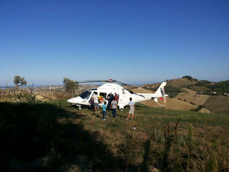 Torricella Peligna, 94enne sfonda ringhiera con l'auto e vola nella scarpata