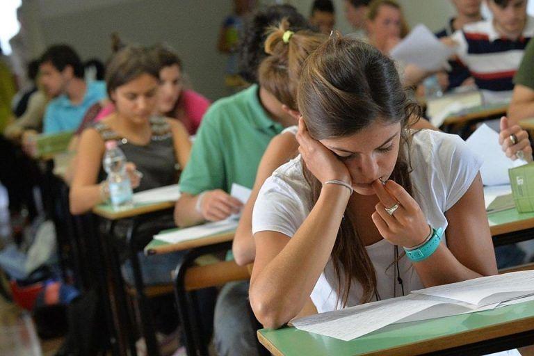 """Esami di Stato: in Abruzzo oltre 10mila studenti attesi alla prova """"rivista"""" dal Covid"""