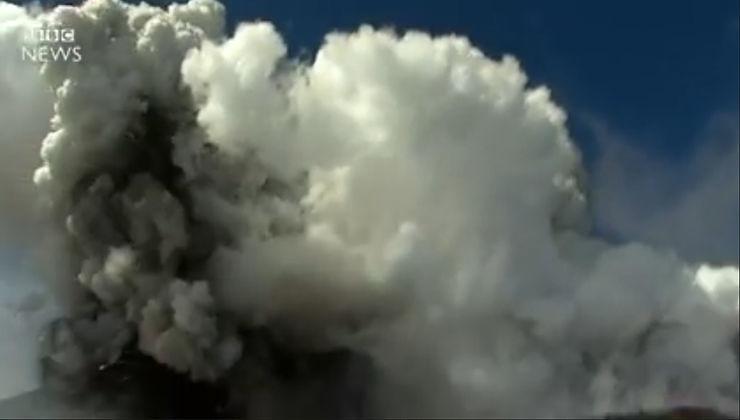 Etna, il momento dell'esplosione nel filmato dalla BBC – Video