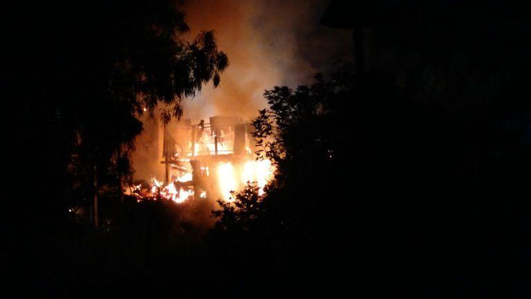 Giulianova, il boato nella notte poi le fiamme in via Montello e il blackout