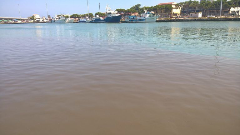 """Mare inquinato a Pescara: """"basta ca ce sta 'o sole""""…?"""