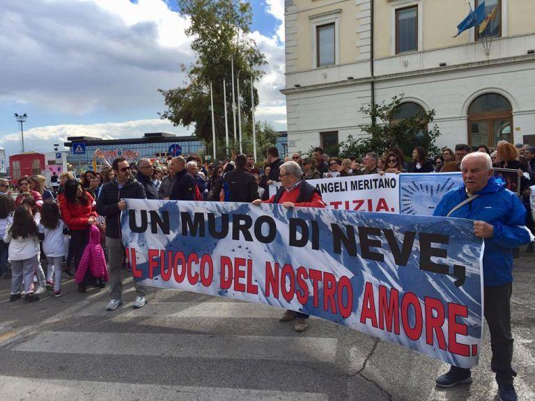 Pescara, flash mob per non dimenticare le vittime dell'hotel Rigopiano FOTO VIDEO