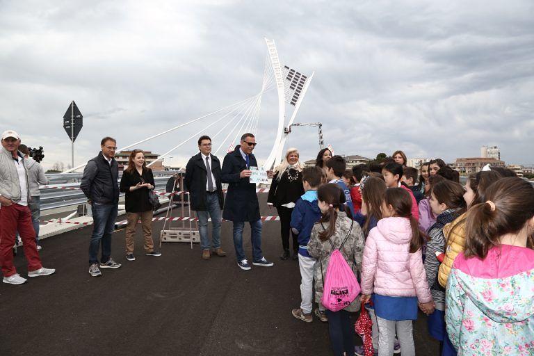 Pescara, gli alunni del Comprensivo 2 sul Ponte Nuovo per intitolarlo a Flaiano