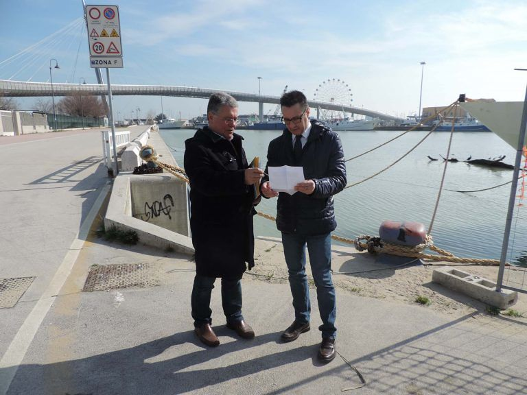 """Pescara, Foschi e Fiorilli: """"Liquami nel fiume per un mese"""""""